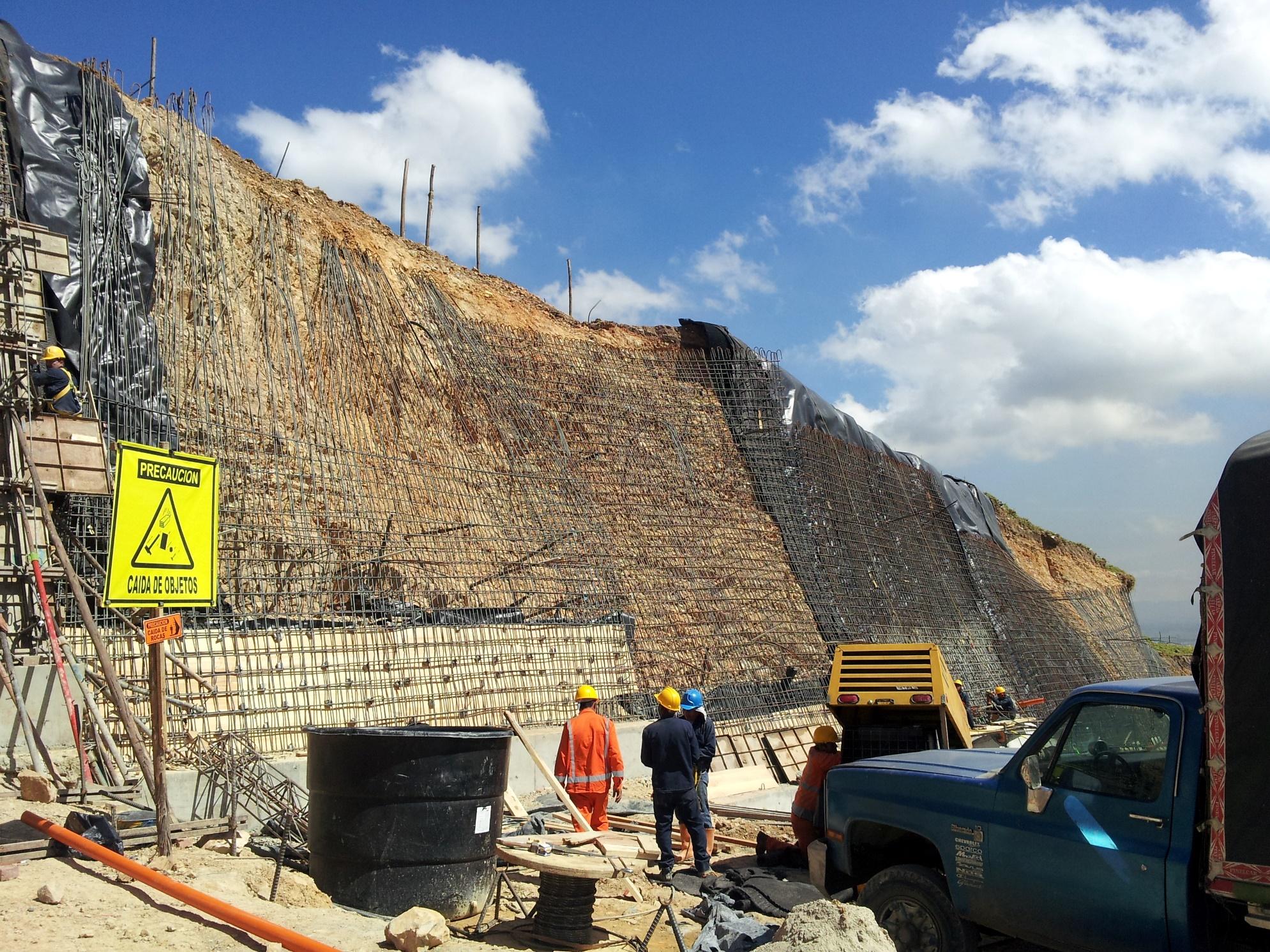 Construcción de muros de contención anclados