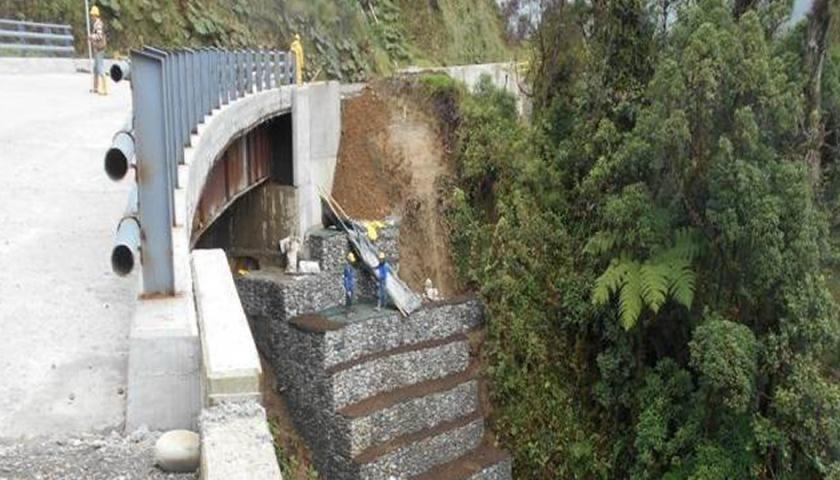 Puente 3, protección de estribo por medio de gaviones -  Fuente Consorcio Ambiental San Francisco - Mocoa